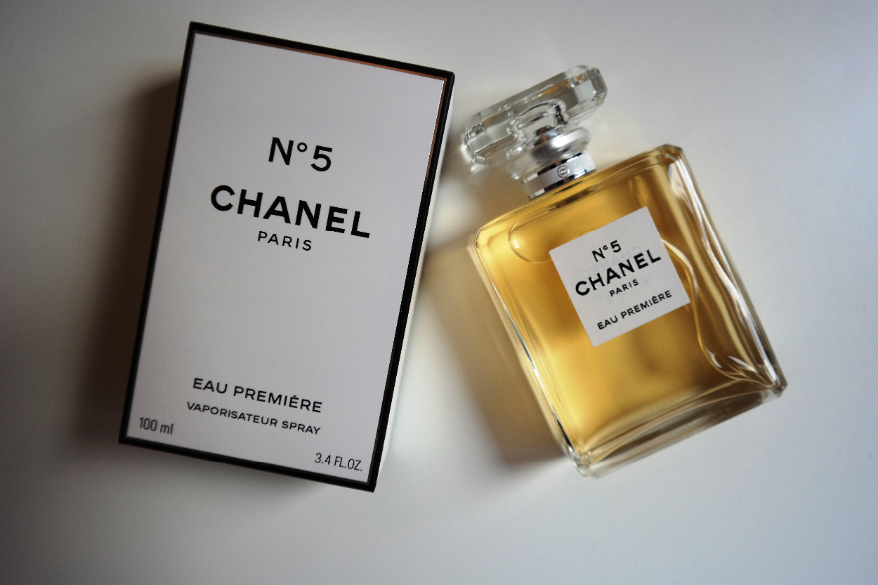 chanel news il nuovo chanel n 5 eau premi re. Black Bedroom Furniture Sets. Home Design Ideas