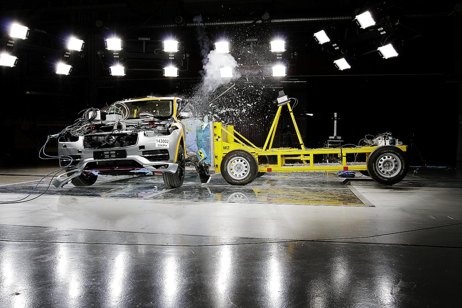 150230_The_all_new_Volvo_XC90_side_impact_crash_test