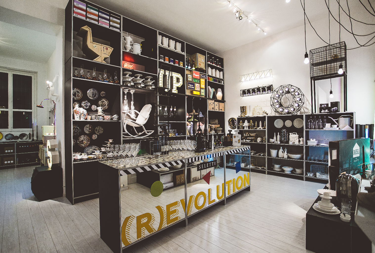 Seletti experimental shop milano for Milano shop