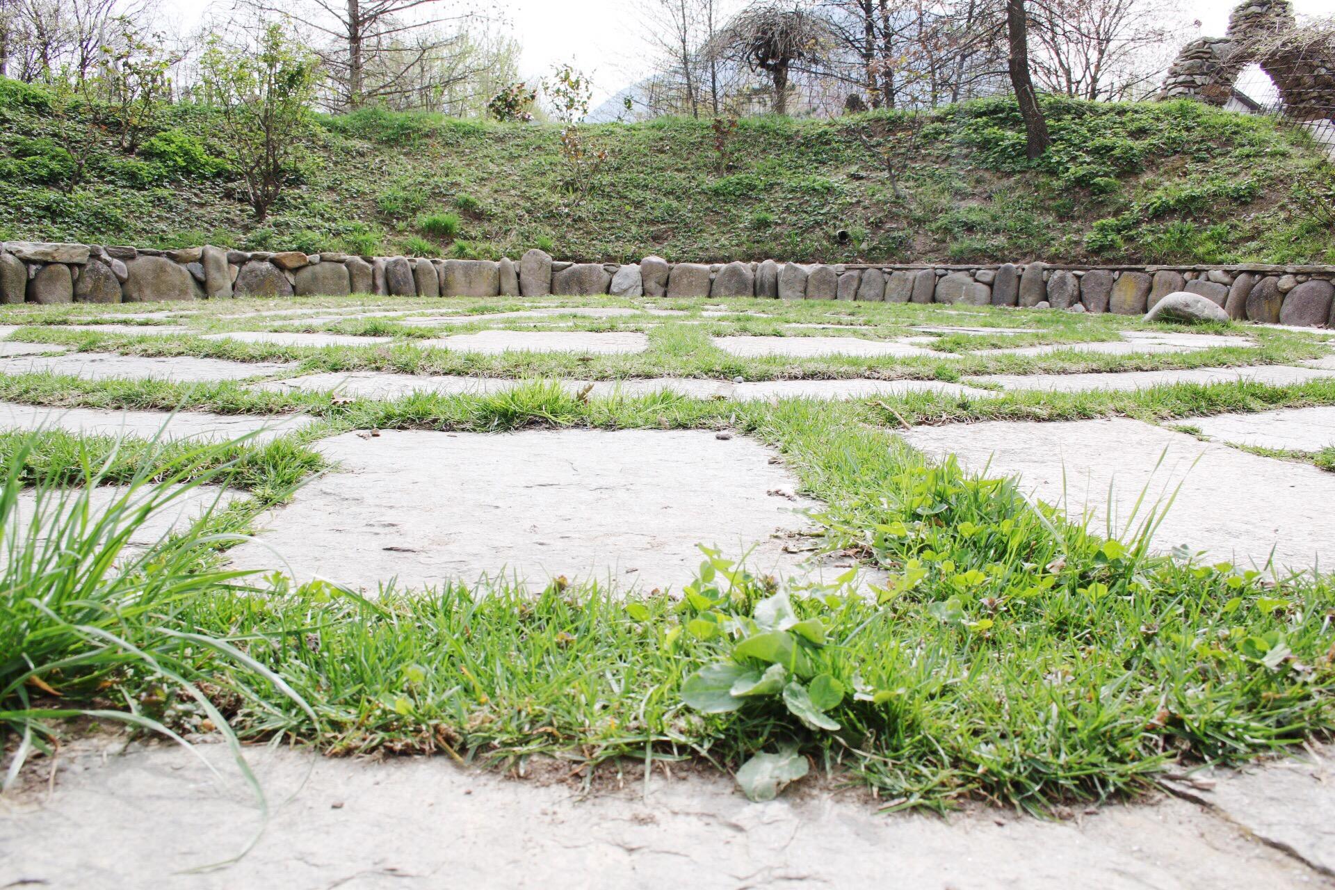 Giardino labirinto tenuta kranzel alto adige theoldnow for Giardino labirinto