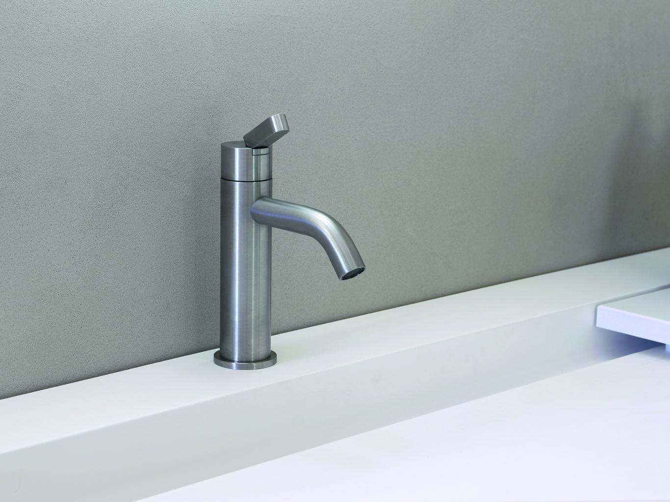 Agape la nuova linea di arredo bagno theoldnow for Agape accessori bagno
