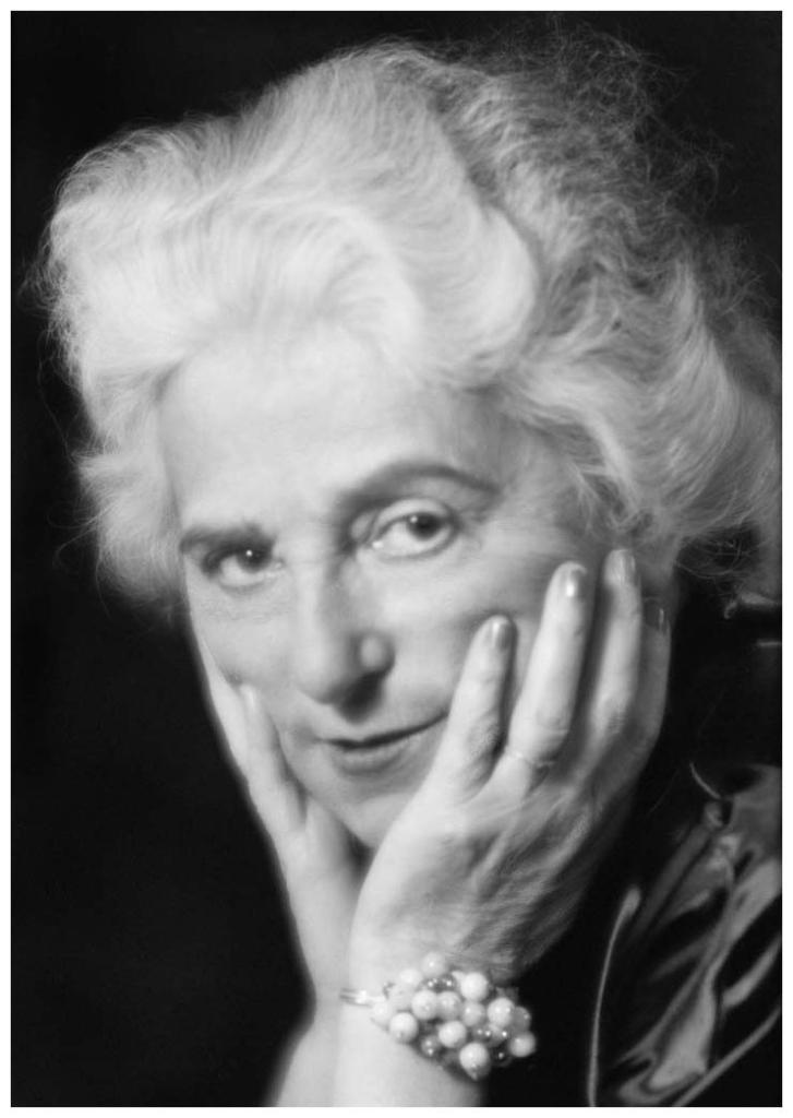 Madeleine Vionnet (1876-1975), couturière, créatrice de la maison de haute couture qui porte son nom, en 1937.